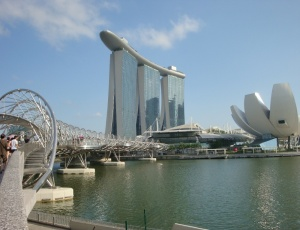 DNS tilts, Marina Bay Sands viesnīca un Mākslas un zinātnes muzejs