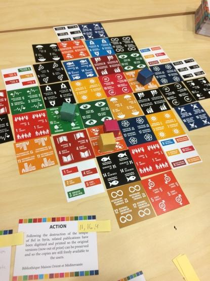 Darbseminārā Francijas pārstāves prezentēja spēli, kas balstīta uz Apvienoto Nāciju organizācijas izvirzītajiem mērķiem. Foto: E.Sniedze